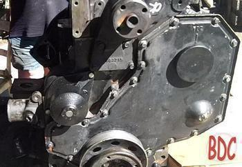 Image Komatsu 102 series engine, front view